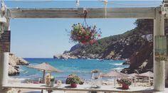 We hoeven niemand meer iets te vertellen over Ibiza. Misschien alleen dat bepaalde plekken niet helemaal je-van-het zijn: hallo dronken Engelsen, o, en hai