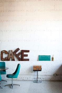 Cafe \\ Modern and Contemporary Industrial Design Ideas - The best interior decor projects // inspiring coffee shops Diy Interior, Interior Desing, Interior Inspiration, Interior And Exterior, Café Restaurant, Restaurant Design, Coffee Shop Design, Cafe Design, House Design