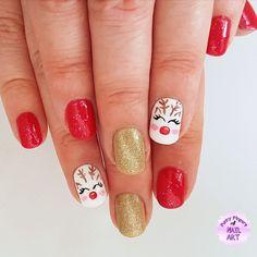 Sweet reindeer nails