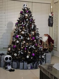 black christmas tree ideas 25 Black Christmas Trees That You Can Apply For Halloween Black Christmas Decorations, Halloween Christmas Tree, Nightmare Before Christmas Ornaments, Black Christmas Trees, Christmas Tree Themes, Halloween House, Rustic Christmas, Modern Christmas, Christmas Ideas