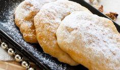 Рецепта за Мекици без мая. Как се прави Мекици без мая. Пресейте брашното заедно със солта ...