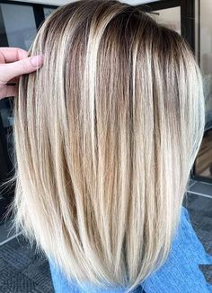 If you are searching for latest hair color highlights to make your medium or shoulder length hair more cute then you must go through our fresh ideas blonde balayage hair colors for Balayage Straight Hair, Blonde Balayage, Blonde Hair, Short Blonde, Brunette Hair, Hair Color Highlights, Ombre Hair Color, Hair Colors, Balayage Highlights