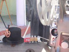 Corazón de Pescador En su segunda edición llevada a cabo por la Dirección de turismo del municipio de Benito Juárez a cargo de Francisco López Reyes y con la colaboración de Indira Gallegos Galeana se invitaron a Músicos, Artesanos, Artistas plásticos y visuales, Performance, Casas vinícolas y cerveceras artesanales, tallerístas y más Una convivencia que inicio desde las 2:00 de la tarde hasta las 10:00 de la noche donde el público en general como turistas se agasajaron con este evento.