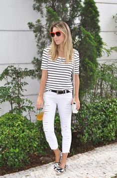 Summer Look | Blusa listrada, calça skinny rasgada branca, bolsa Valentino, espadrille branca e preta