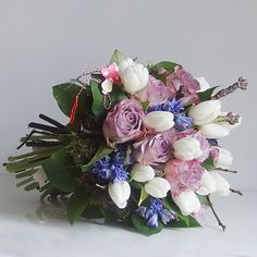 yau flori_buchet cu flori de primavara albatru si lila