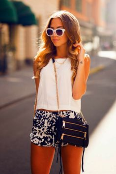 Patterned shorts are always a favorite! This outfit is super cute in working with the colors of the shorts. Navy blue - check! White - check! Stunning fashion - double check!
