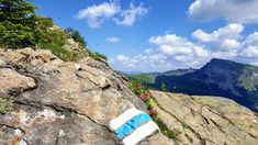 Alpiner Weg - nur für Geübte !! Die Markierung . #kleinwalsertal #berge #ifen #markierungen #alpin #austria #bergwandern #bergsteigen Hill Walking, Mountain Climbing, Mountains, Alps