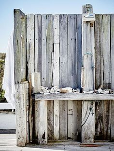 Outdoor Bathrooms 110619734576461400 - rustic outdoor shower with wood walls / sfgirlbybay Source by bigcitylife Outdoor Baths, Outdoor Bathrooms, Home Beach, Outside Showers, Outdoor Showers, White Beach Houses, South African Homes, Contemporary Beach House, Contemporary Style