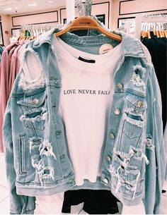 66 casual outfits for high school best outfits 57 Teen Fashion Outfits, Trendy Outfits, Fall Outfits, Fashion Clothes, Cute Casual Outfits For Teens, Casual School Outfits, Popular Outfits, Jeans Fashion, Trendy Fashion