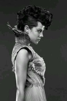 I can't help it - I LOOOVE Johanna's hair! The Hunger Games: Catching Fire: Capitol Couture Portraits: Johanna Mason The Hunger Games, Hunger Games Humor, Hunger Games Catching Fire, Hunger Games Trilogy, Johanna Hunger Games, Hunger Games Poster, Hunger Games Costume, Johanna Mason, Suzanne Collins