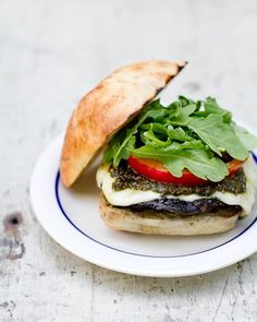 Pesto Portabello Burgers. Helloooo healthy food diet.