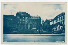 Po fúzii s Hospodárskou bankou sa zmenilo aj meno na Eskontnú a hospodársku banku účastinnú spoločnosť. Záber z roku 1939 zachytáva banku na konci jej pôsobenia na Slovensku. Bratislava, Banks, Roman, Louvre, Building, Travel, Viajes, Buildings, Destinations
