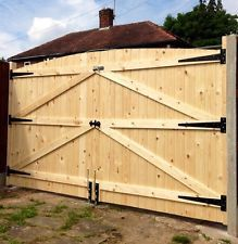 WOODEN DRIVEWAY GATES 6FT HIGH 7FT WIDE (TOTAL) FREE HEAVY DUTY HINGES & LOCK