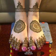 Design Discover Top 100 Simple Mehndi Designs - Easy-Peasy Yet Beautiful! Henna Hand Designs, Mehndi Designs Finger, Wedding Henna Designs, Engagement Mehndi Designs, Henna Tattoo Designs Simple, Floral Henna Designs, Simple Arabic Mehndi Designs, Latest Bridal Mehndi Designs, Mehndi Designs For Beginners