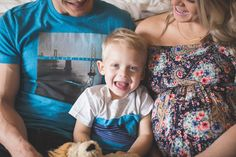 Baby Bump Family Photos | Snuggling in Bed | construction2style
