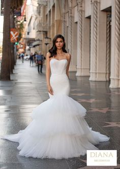 Pronovias collectie 2021 | Premium Dealer | Trouwjurk SAINT Special Dresses, Unique Dresses, Pronovias Wedding Dress, Wedding Gowns, Hollywood Glamour, Perfect Wedding Dress, One Shoulder Wedding Dress, Modern Princess, Cruise Collection