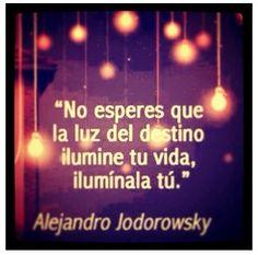 #FraseDelDía No esperes que la luz del destino ilumine tu vida, ilumínala tú