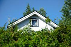 Käsintehtyä ja kaunista: Mailman ainoo Pispala House Landscape, Viria, Garage Doors, Shed, Outdoor Structures, Outdoor Decor, Home Decor, Museum, Decoration Home