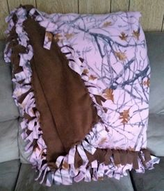 Pink camo fleece tie blanket