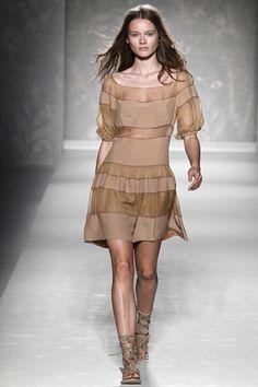 Alberta Ferretti Spring 2011   Milan Fashion Week