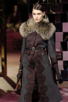 215 photos of Dolce & Gabbana at Milan Fashion Week Fall 2004.