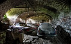 Image from http://barnfinds.com/wp-content/uploads/2014/02/alfa-romeos-in-belgian-barn.jpg.