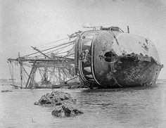 The damaged German warship Adler lays on its port side on the Bay of Apia beach after a hurricane washed it ashore, Abandoned Ships, Abandoned Places, Bateau Pirate, Old Sailing Ships, Merchant Navy, Ghost Ship, Old Boats, Naval History, Shipwreck