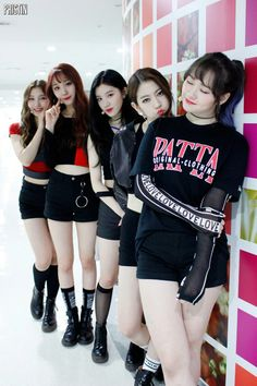 PRISTIN 프리스틴 L-R SungYeon, RoA, XiYeon, Rena & Kyla #프리스틴