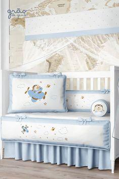 O Kit Berço Urso Aviador Azul Bebê é apaixonante! Criação exclusiva da Grão de Gente, o enxoval traz um visual lúdico em tons de branco e azul bebê, com bordados graciosos de avião e um simpático ursinho piloto. Um toque lúdico e muito especial no quarto de bebê! #quartodebebe #kitberco #aviador #ursinho Baby Sewing, Bed Pillows, Pillow Cases, Valentino, Toddler Bed, Nursery, Baby Shower, Furniture, Home Decor