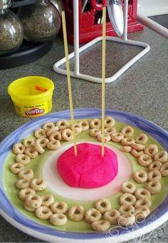 Atelier 27: cheerios, spaghetti et pâte à modeler