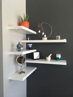 35 Stunning Floating Shelves For Living . - 35 Stunning Floating Shelves For Living Room Decor Ideas – Have you ever tried to install a set o - Home Decor Bedroom, Living Room Decor, Diy Home Decor, Gray Bedroom, Simple Home Decoration, Floating Corner Shelves, Corner Wall Shelves, Corner Wall Decor, Corner Bookshelves