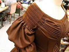 plis sur une robe 1830