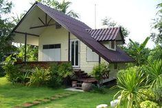 ( ◜◡‾)(‾◡◝ ) Bungalow House Plans, Bungalow House Design, Tiny House Cabin, Small House Design, Small House Plans, Affordable House Plans, Small House Exteriors, Woodland House, Thai House