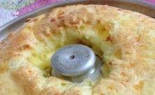 Já imaginou poder fazer um bolo pão de queijo delicioso para sua família e amigos? Não? hoje eu vou te ensinar a fazer. Fofinho e super simples de se fazer. Receita de Bolo Pão de Queijo.