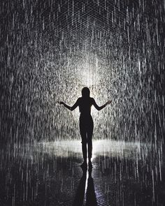Walking through rain without feeling a drop. Such a beautiful experience in the rainroom at LACMA (Los Angeles County Museum of Art). Walking In The Rain, Singing In The Rain, Rainy Night, Rainy Days, I Love Rain, Rain Photography, Jolie Photo, Getting Wet, Rain Drops