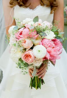 Eternal yes's to peony bouquets // L. Hewitt Photography