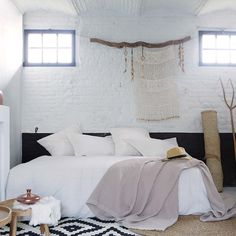 Rustieke slaapkamer met natuurlijke accenten! #slaapkamer #slapen #bedroom #inrichting