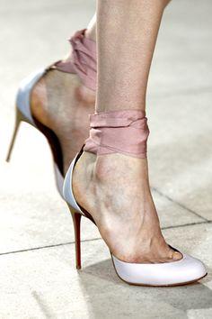 easy to diy- ribbon shoe straps