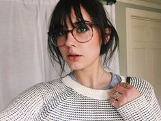 New Hair Styles With Bangs Glasses Fringes Ideas Bangs And Glasses, Hairstyles With Glasses, Hairstyles With Bangs, Trendy Hairstyles, Edgy Short Haircuts, Brunette Pony, Brunette Bangs, Short Hair Trends, Short Hair Styles