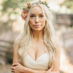 We love this gorgeous bride with her floral hair piece. Check out the vintage handkerchief escort display as well! Chic Wedding, Our Wedding, Dream Wedding, Flowers In Hair, Wedding Flowers, Floral Hair, Bridal Beauty, Fantasy Girl, Hair Pieces