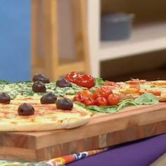 Pizzas sin gluten, aptas para celíacos por Silvina Rumi - Cocineros Argentinos Pizza Sin Gluten, Tapas, Queso Mozzarella, Dairy, Gluten Free, Pudding, Cheese, Meals, Desserts