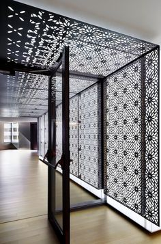 44 Super ideas for metal screen design architecture spaces Ceiling Design, Wall Design, House Design, Ceiling Detail, Design Design, Screen Design, Facade Design, Studios Architecture, Interior Architecture