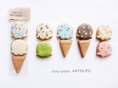 These detailed designs may look like skillfully painted portraits, but they are actually iced sugar cookies. The mind behind these brilliant biscuits is Summer Cookies, Fancy Cookies, Cute Cookies, Galletas Decoradas Royal Icing, Galletas Cookies, Cookie Icing, Royal Icing Cookies, Cupcakes, Cupcake Cookies
