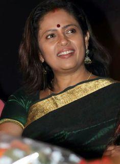 Beautiful Curves, Beautiful Saree, Pinky Reddy, Lakshmi Menon, Glamour Ladies, Saree Poses, Beautiful Women Over 40, Saree Photoshoot