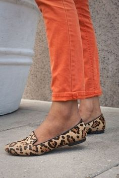 Love these orange ankle length straight jeans with leopard ballet flats