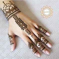 Explore latest Mehndi Designs images in 2019 on Happy Shappy. Mehendi design is also known as the heena design or henna patterns worldwide. We are here with the best mehndi designs images from worldwide. Henna Hand Designs, Mehndi Designs Finger, Mehndi Designs For Girls, Mehndi Designs For Beginners, Mehndi Designs For Fingers, Beautiful Henna Designs, Latest Mehndi Designs, Henna Tattoo Designs, Mehandi Designs