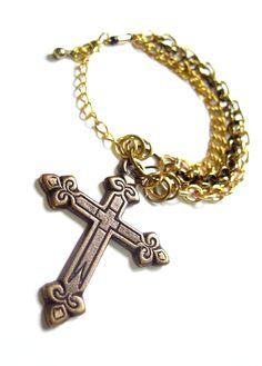 Pulsera dorada con #cruz