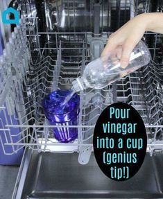 Cleaning dishwasher is easy with this kitchen cleaning hack. Cleaning your dishwasher is so easy. Dishwasher clean with vinegar. Clean dishwasher diy is cheap. How to clean your dishwasher so it runs better. Use vinegar as a dishwasher cleaner. Deep Cleaning Tips, House Cleaning Tips, Diy Cleaning Products, Cleaning Solutions, Spring Cleaning, Cleaning Hacks, Cleaning Spray, Cleaning Companies, Daily Cleaning