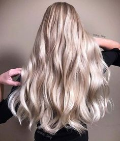 """HairBesties, The Demi Ni """"Natural Ice"""" series in Guy Tang Mydentity delivers a cooler side of warmth. I love to use the 10Ni with crystal clear to glaze over a level 10 blonde to achieve the perfect balance natural ice blonde. I prelighten my model here using #magnum8 with a 1/32oz of Olaplex  1️⃣ @guytang_mydentity 10ni on rootàge with dedicated 6vol  2️⃣ @guytang_mydentity 10ni + Crystal Clear with dedicated 6vol on mids and ends and process for 25mins Thank you Artistic Team @arianasin…"""