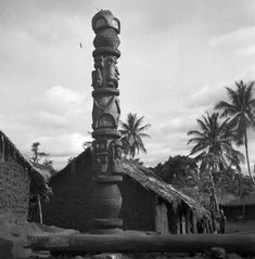 Pre-Colonial Igbo Land(Igbo people prior to Colonization) - Page 5 - SkyscraperCity Vernacular Architecture, Historical Architecture, Out Of Africa, West Africa, African History, African Art, Art Graf, African Sculptures, Black History Facts